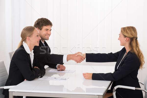Masculino candidato aperto de mãos entrevista feliz jovem Foto stock © AndreyPopov