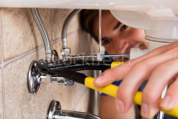 Mannelijke loodgieter hand Stockfoto © AndreyPopov
