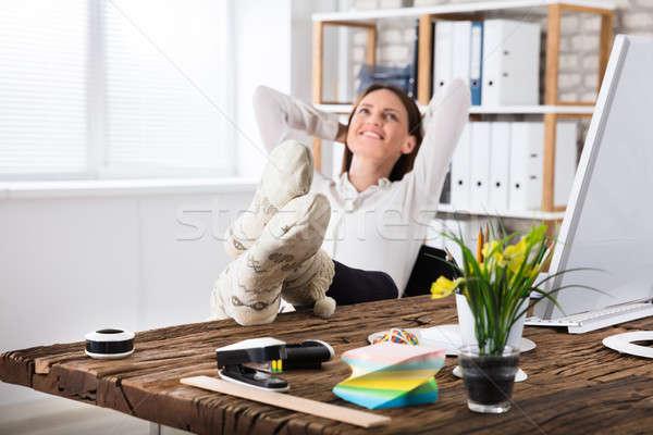 Zakenvrouw vergadering kantoor glimlachend sokken Stockfoto © AndreyPopov