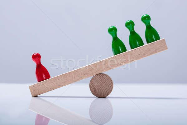 Rojo verde equilibrio escritorio Foto stock © AndreyPopov
