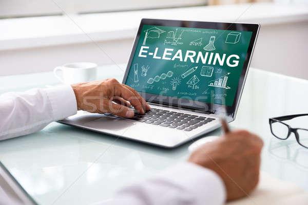 üzletember laptop mutat online oktatás képernyő közelkép Stock fotó © AndreyPopov