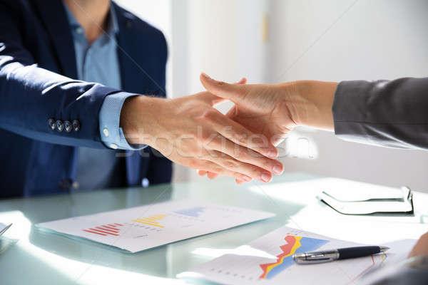 üzletember kézfogás partner kilátás asztal nő Stock fotó © AndreyPopov