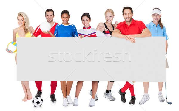 Groep sport mensen presenteren lege banner Stockfoto © AndreyPopov