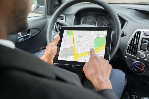 Biznesmen GPS nawigacja cyfrowe tabletka Zdjęcia stock © AndreyPopov