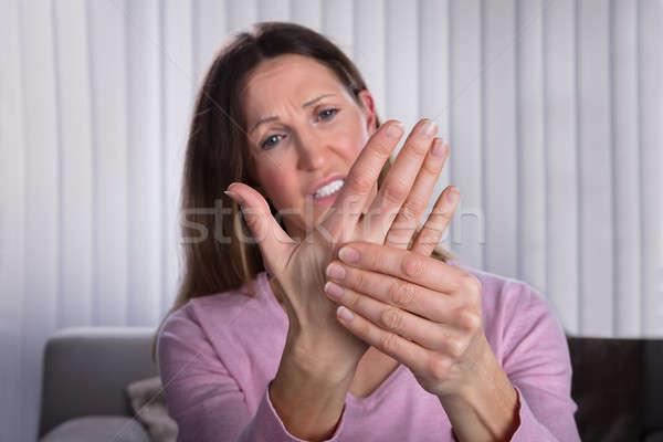 Zdjęcia stock: Zdenerwowany · kobieta · cierpienie · dłoni · ból