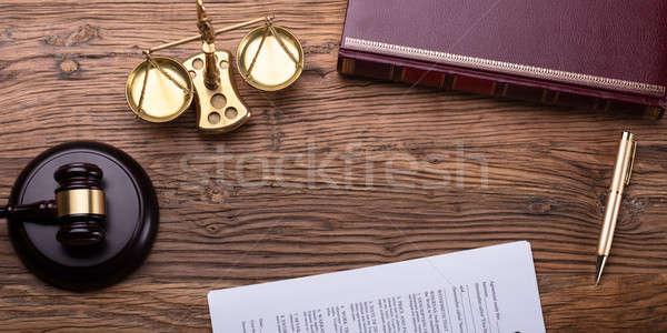 Сток-фото: мнение · судья · столе · молоток · правосудия · масштаба