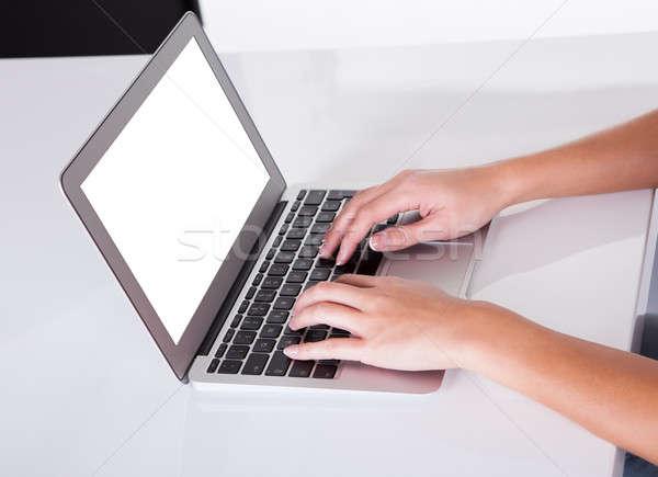 Femminile mani digitando tastiera del computer portatile view Foto d'archivio © AndreyPopov