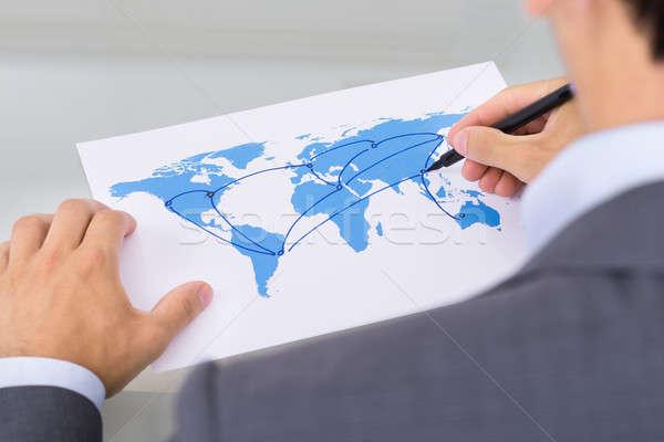 Globális üzlet váll kilátás üzlet férfi térkép Stock fotó © AndreyPopov