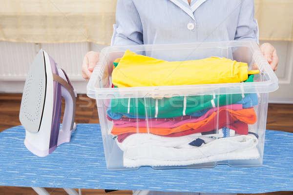 Cameriera cestino di lavanderia bordo casa Foto d'archivio © AndreyPopov
