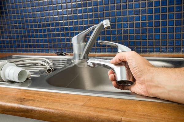 Vízvezetékszerelő tart csap közelkép vízvezeték-szerelők kéz Stock fotó © AndreyPopov