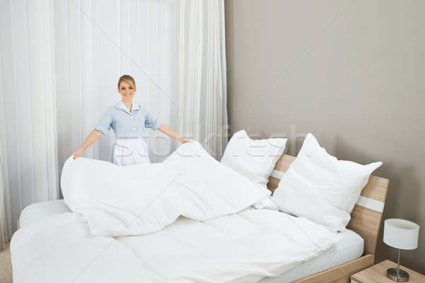 how to make a bed hotel housekeeping