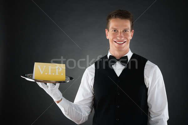 De ober tonen vip teken jonge gelukkig Stockfoto © AndreyPopov