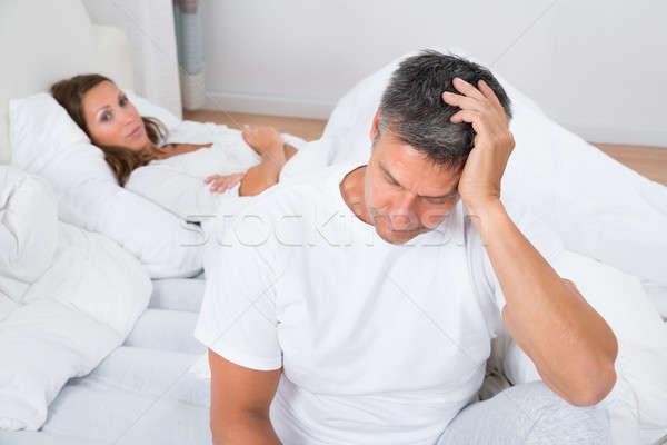 悲しい カップル ベッド 女性 見える 動揺 ストックフォト © AndreyPopov