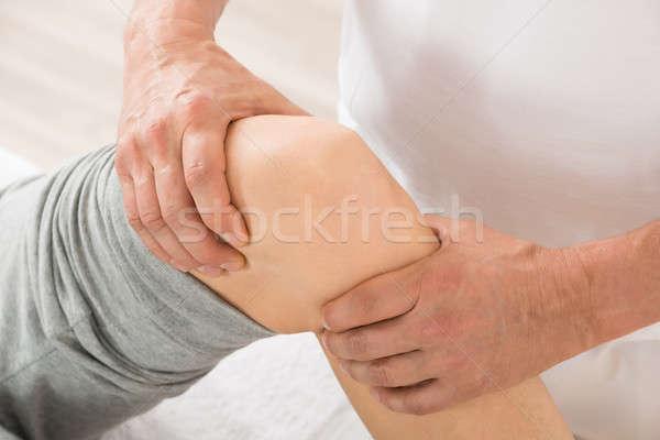 Közelkép terapeuta térd masszázs kéz fürdő Stock fotó © AndreyPopov