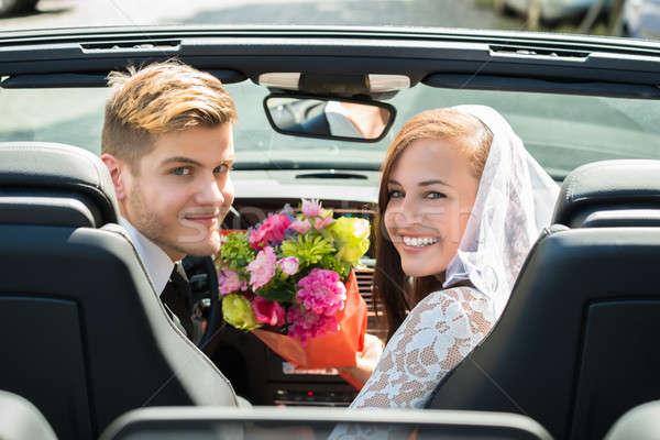 Paar boeket auto jonge glimlachend Stockfoto © AndreyPopov