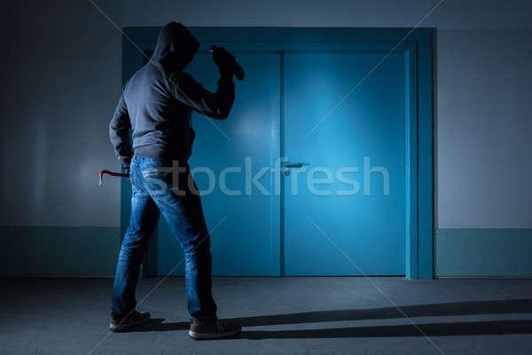 Tolvaj áll kívül ajtó hátsó nézet elemlámpa Stock fotó © AndreyPopov