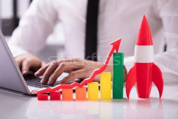 Rakéta vmi mellett színes grafikon nyíl üzletember Stock fotó © AndreyPopov