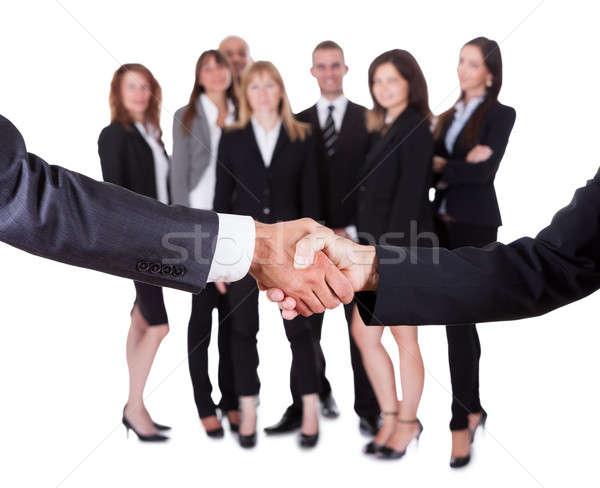 Homme d'affaires femme serrer la main personnel équipe atteindre Photo stock © AndreyPopov