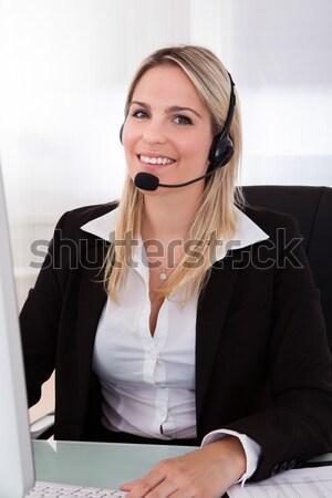 Sonriendo recepcionista call center trabajador sesión escribiendo Foto stock © AndreyPopov