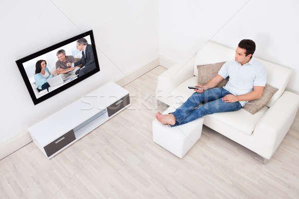 Uomo giovane home guardare film Foto d'archivio © AndreyPopov