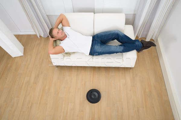 Man robotachtige stofzuiger vloer ontspannen Stockfoto © AndreyPopov