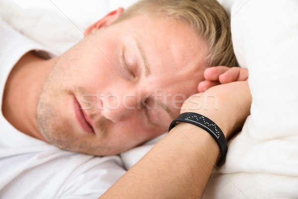 Férfi visel okos karszalag alszik közelkép Stock fotó © AndreyPopov