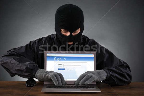 Piratería cuenta portátil social redes Foto stock © AndreyPopov