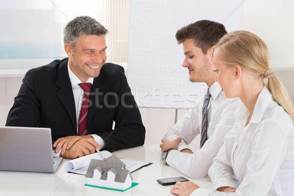 пару Consulting агент по продаже недвижимости молодые счастливым дома Сток-фото © AndreyPopov