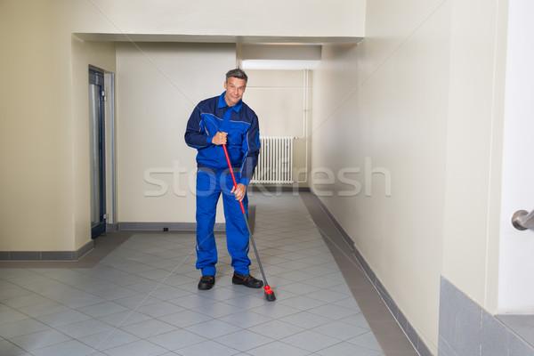 Pracownika miotła czyszczenia biuro korytarz Zdjęcia stock © AndreyPopov