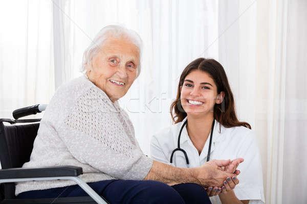 女性 医師 無効になって シニア 患者 病院 ストックフォト © AndreyPopov