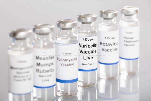 Seringue vaccin bouteilles différent étiquettes rangée Photo stock © AndreyPopov