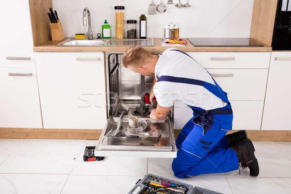Bulaşık makinesi mutfak genç elektrik Stok fotoğraf © AndreyPopov