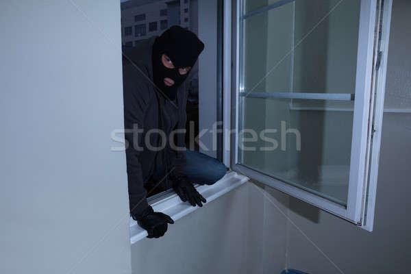 Ladrão casa janela homem casa Foto stock © AndreyPopov