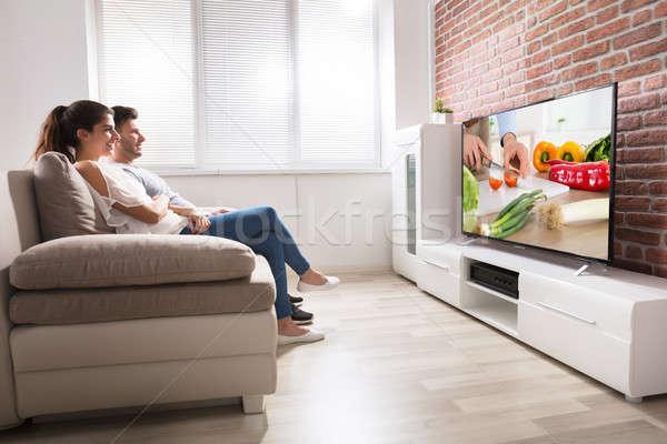 Feliz Pareja viendo receta televisión Foto stock © AndreyPopov