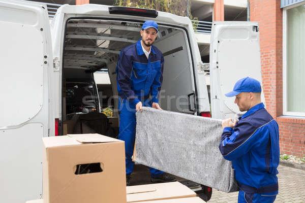 Dos masculina trabajador muebles camión jóvenes Foto stock © AndreyPopov