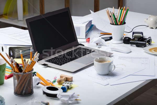 Portátil taza de café escritorio documento papel confuso Foto stock © AndreyPopov