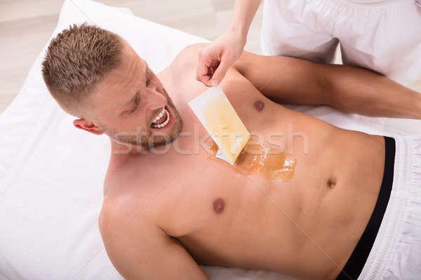 Homem gritando depilação com cera peito ver moço Foto stock © AndreyPopov