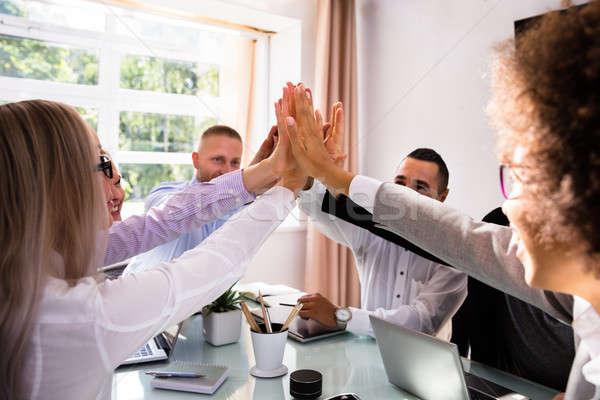 組 高五 辦公桌 工作場所 業務 商業照片 © AndreyPopov