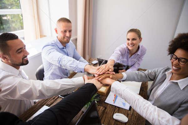 年輕 手 組 微笑 辦公室 商業照片 © AndreyPopov