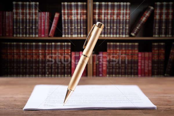 Pluma firma documento escritorio papel Foto stock © AndreyPopov