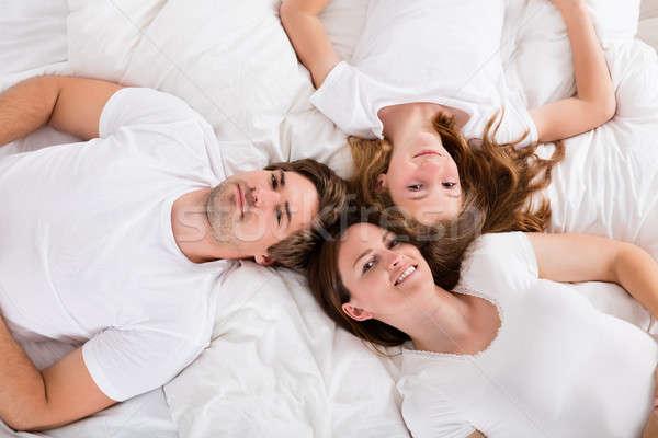 famille lit vue famille heureuse maison photo stock andriy popov andreypopov. Black Bedroom Furniture Sets. Home Design Ideas