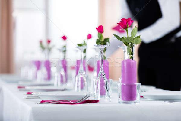 Mannelijke De ober servet bruiloft tabel server Stockfoto © AndreyPopov