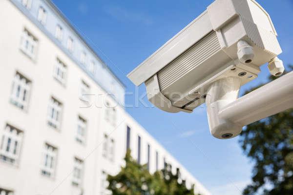 Biztonsági kamera kívül épület közelkép biztonság technológia Stock fotó © AndreyPopov