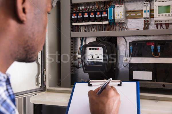 Férfi technikus ír vágólap közelkép papír Stock fotó © AndreyPopov