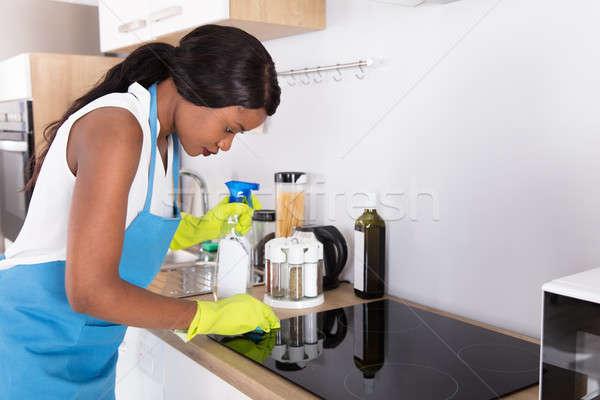 Ev kadını temizlik soba genç Afrika mutfak Stok fotoğraf © AndreyPopov