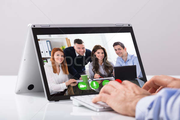 Zakenman video bastaard laptop collega bureau Stockfoto © AndreyPopov