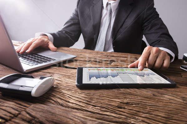 Mercado de ações corretor gráfico digital comprimido Foto stock © AndreyPopov