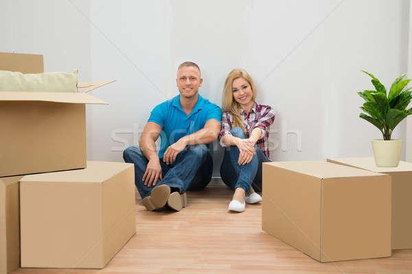 Stock fotó: Fiatal · pér · új · ház · portré · karton · dobozok · új · otthon