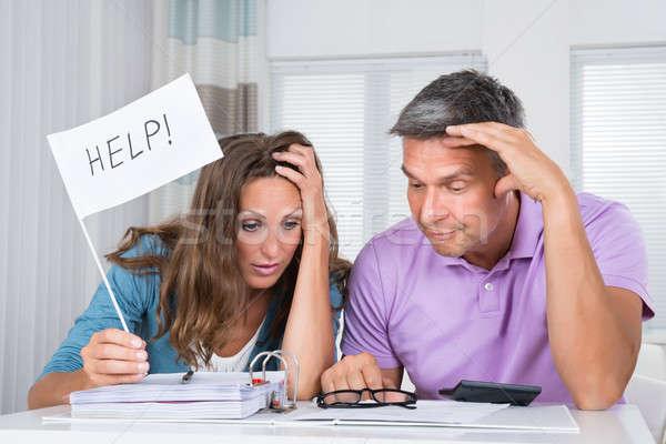 Pár segítség pénzügyi válság aggódó ül nappali Stock fotó © AndreyPopov