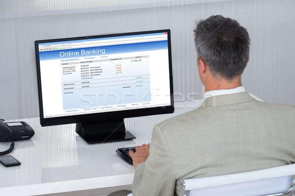 Geschäftsmann online Transaktion Schreibtisch Rückansicht Büro Stock foto © AndreyPopov